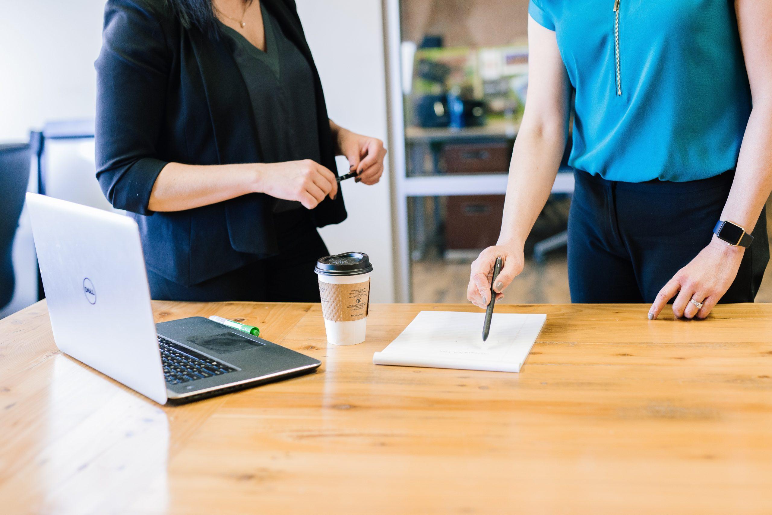 第二新卒の転職を成功させて大企業で働く女性