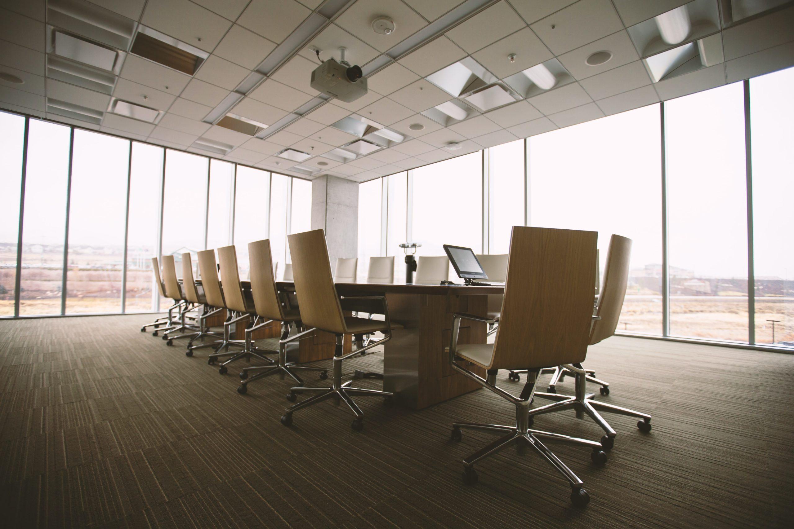 大企業病の会議室