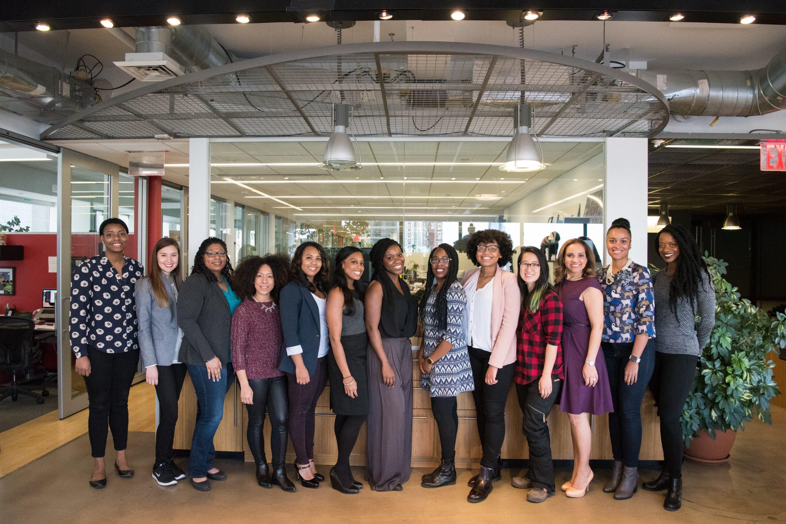 フリーターの就職面接の対策を実施した就職エージェントの女性たち