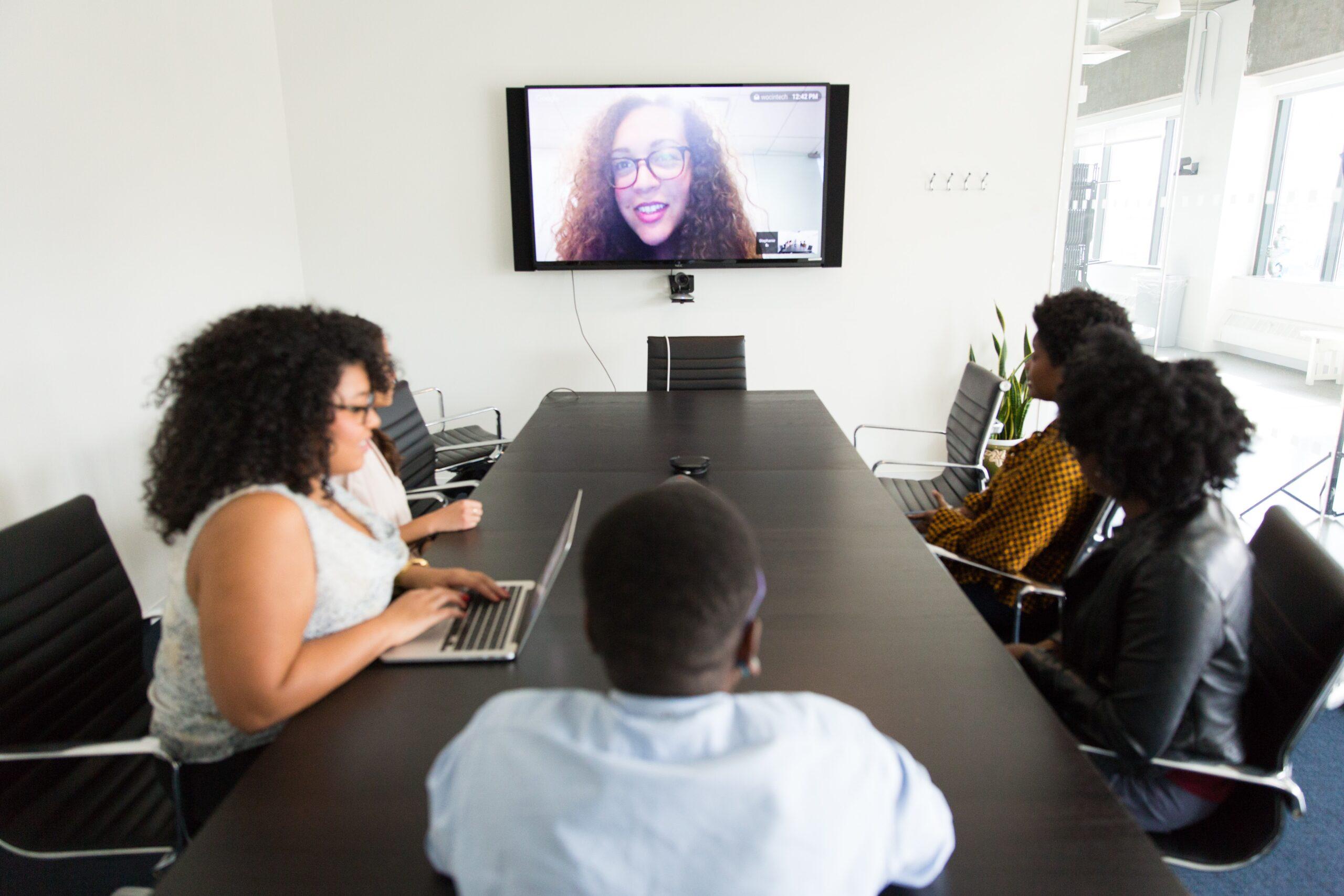 転職におけるWEB面接で使用されるzoomの対策済み女性