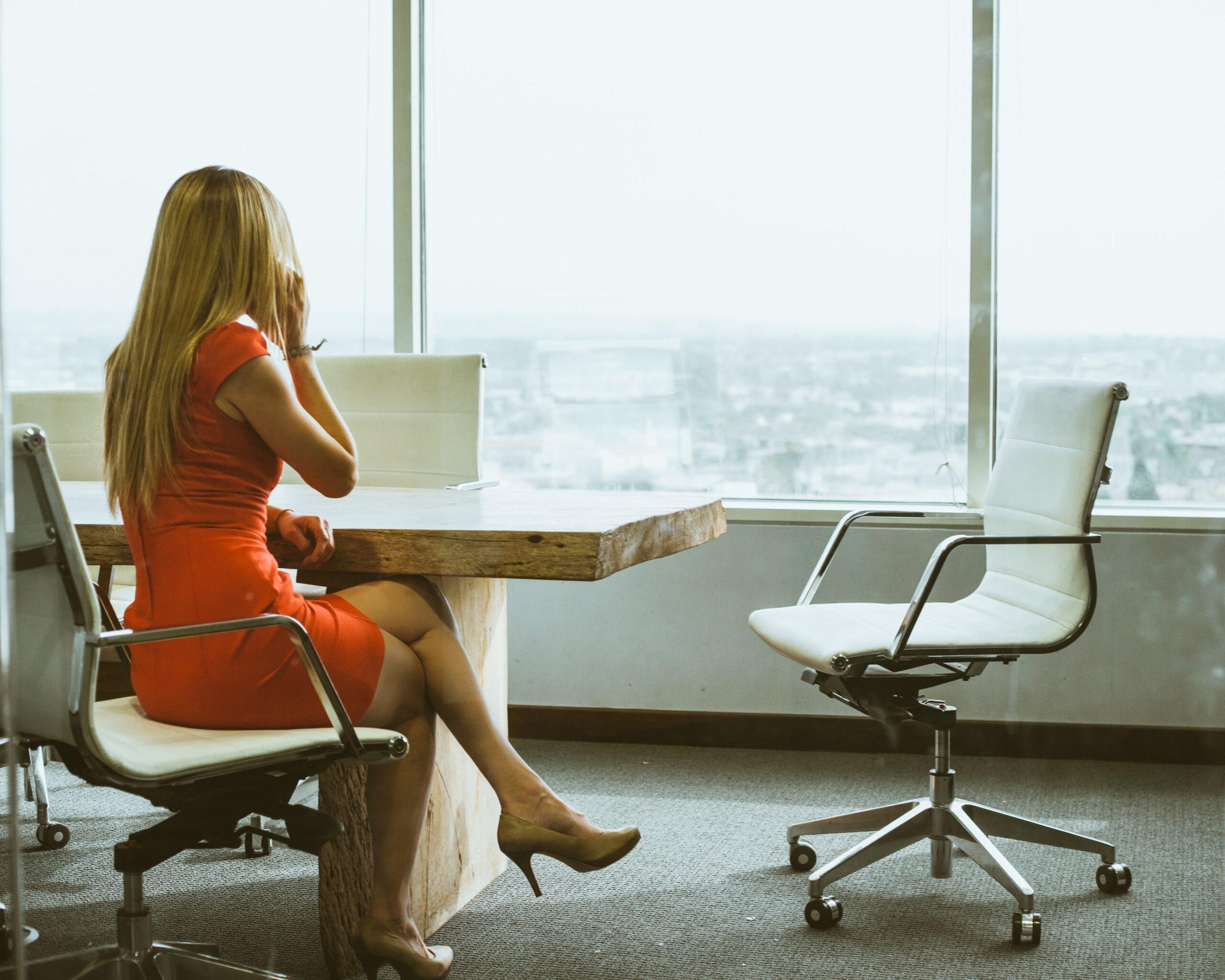 営業事務職の仕事内容を熟知したキャリアウーマン