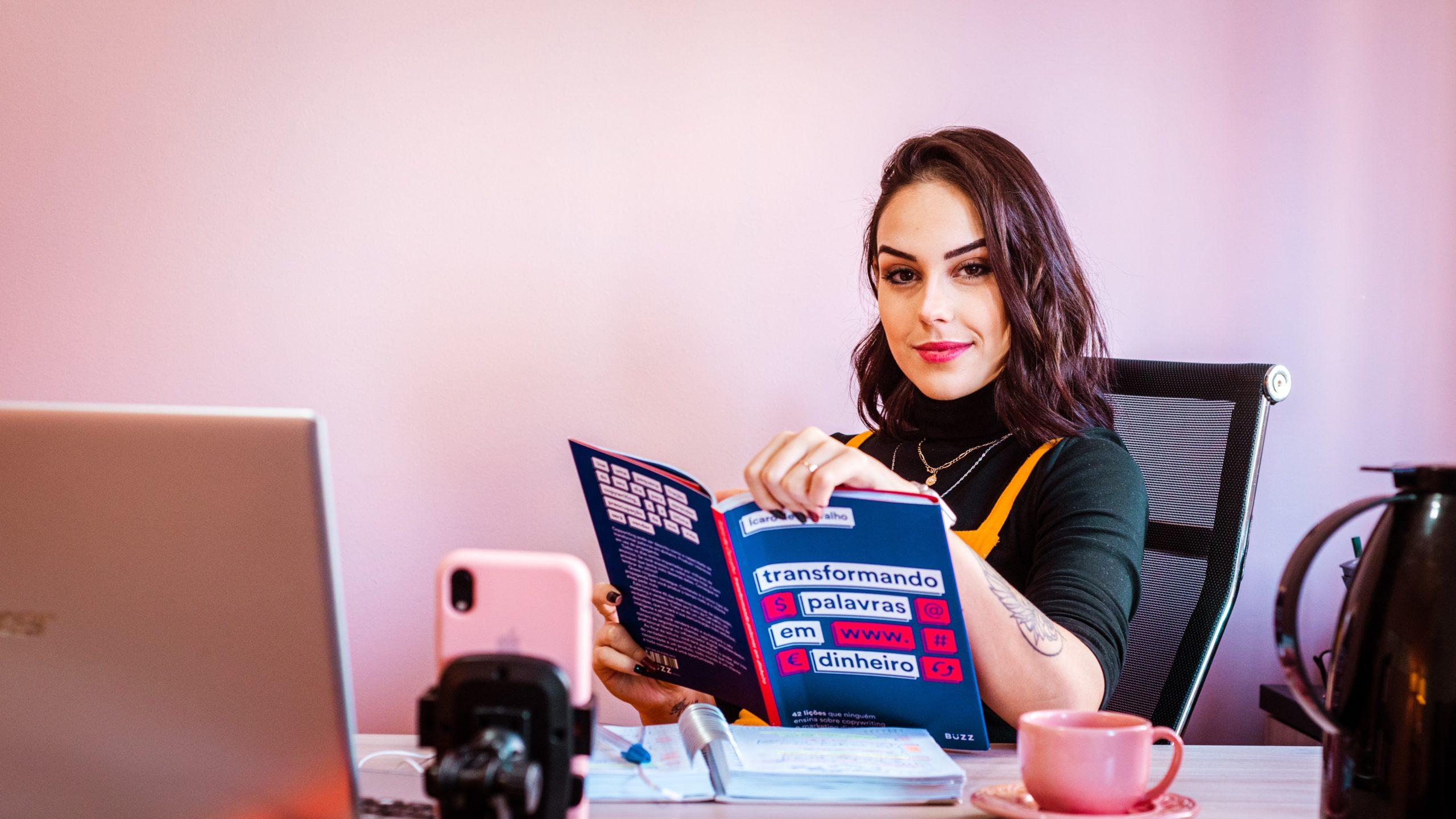 学歴不問の多い職種を探す女性