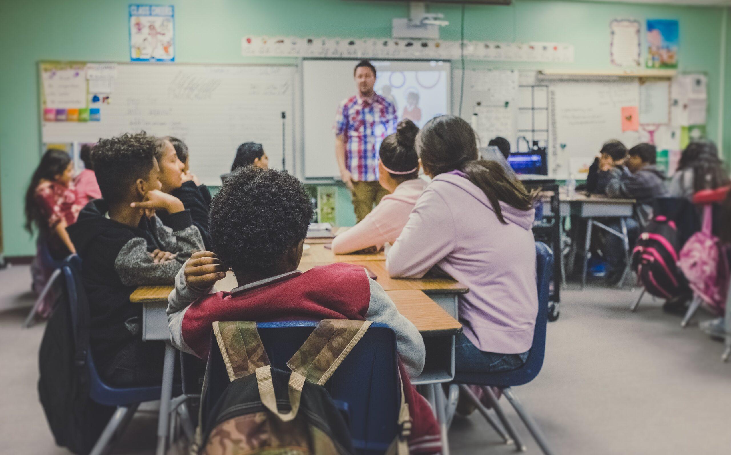 塾講師への転職に対してメリット・デメリットを考える若手教師