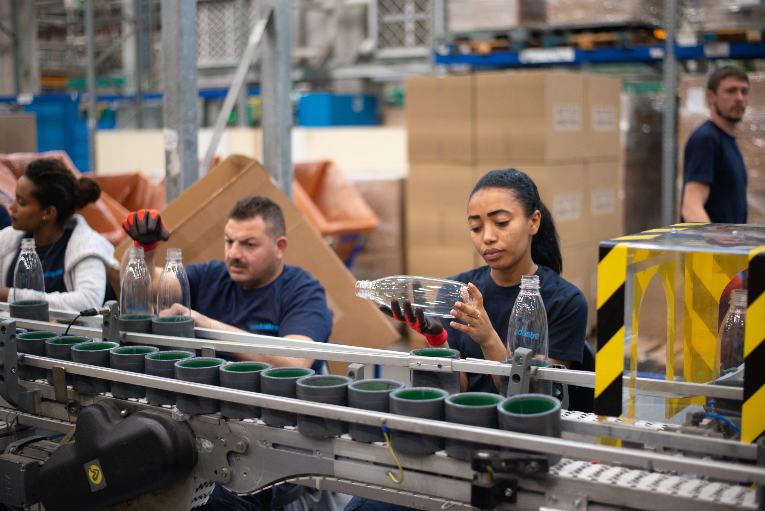 未経験から製造業に転職して成功した女性