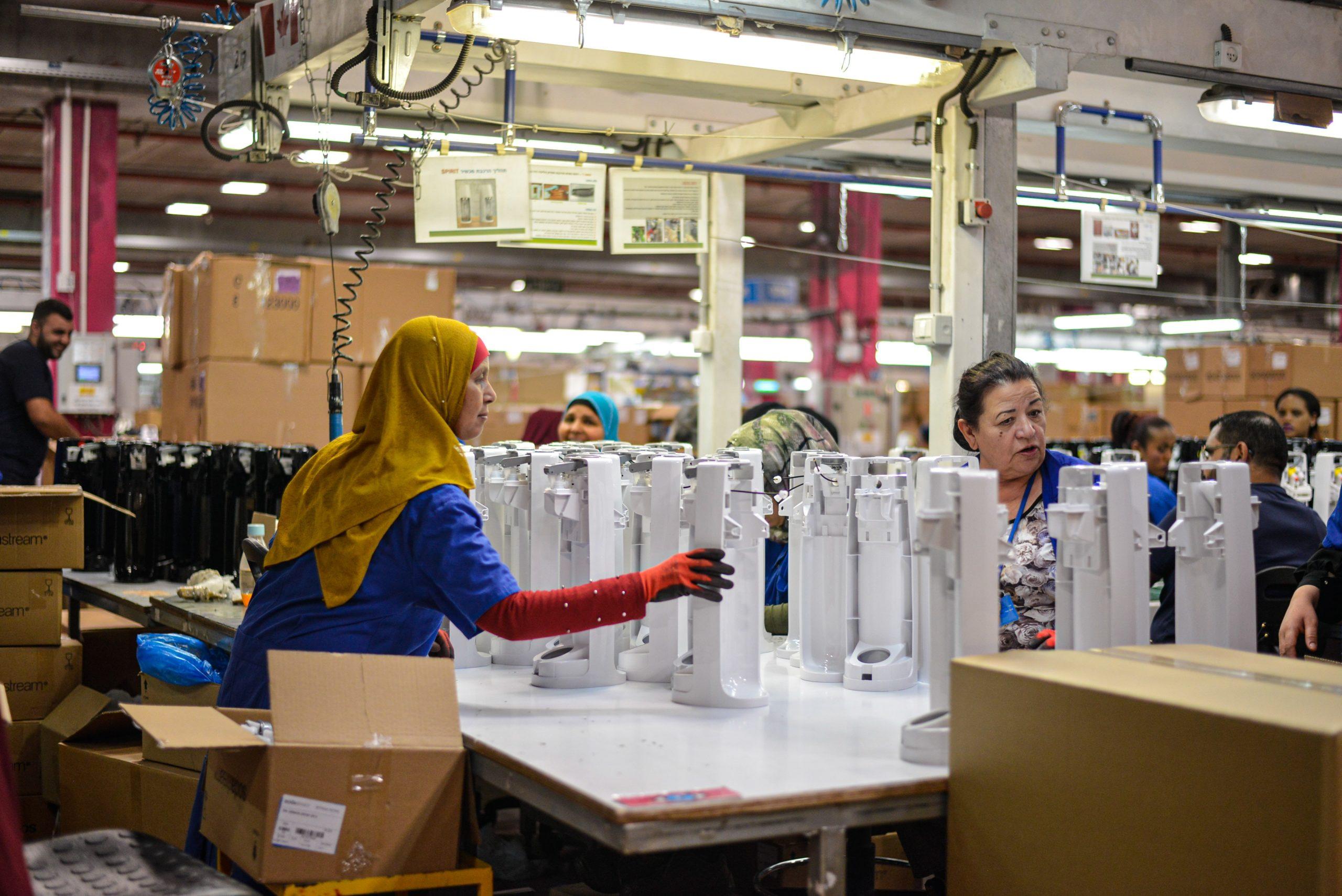 未経験から製造業に転職した女性達
