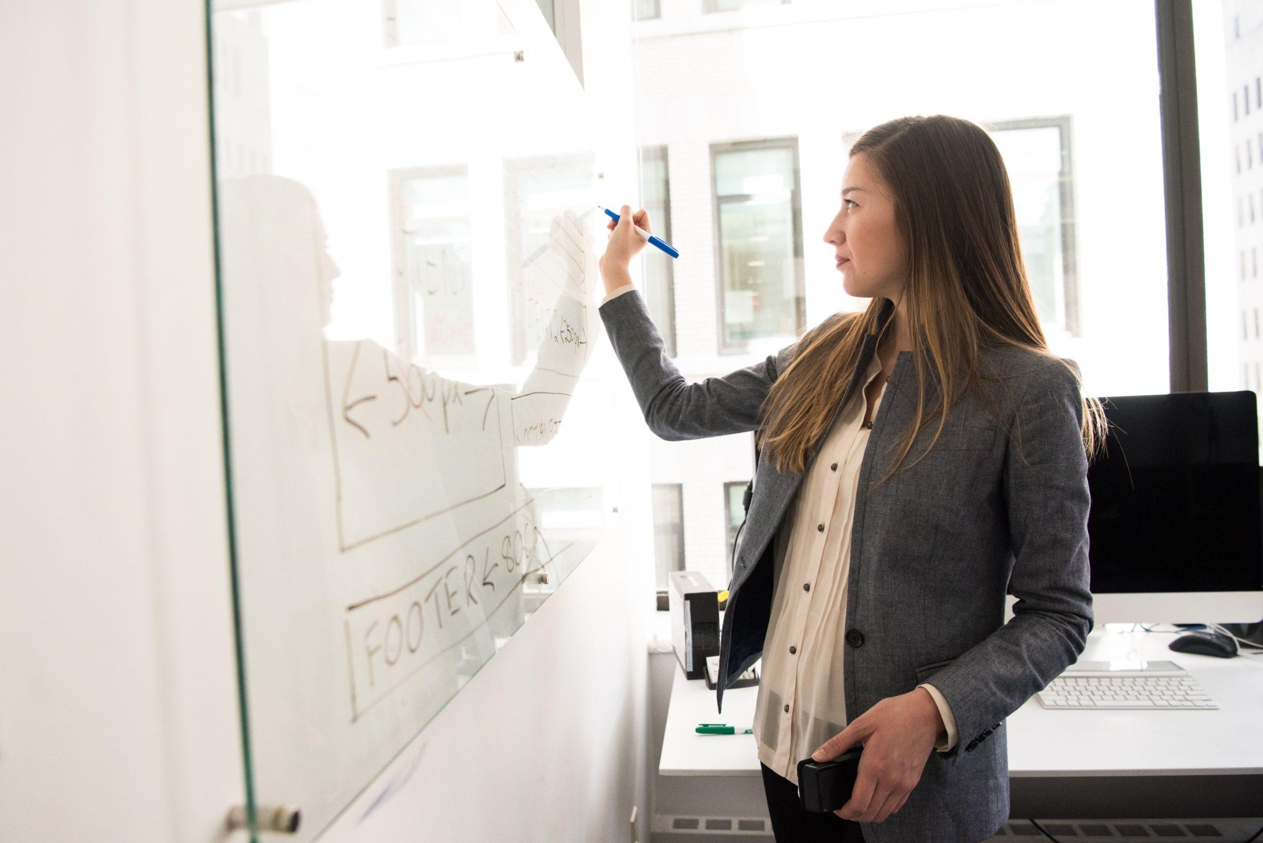 第二新卒の転職理由について対策する女性