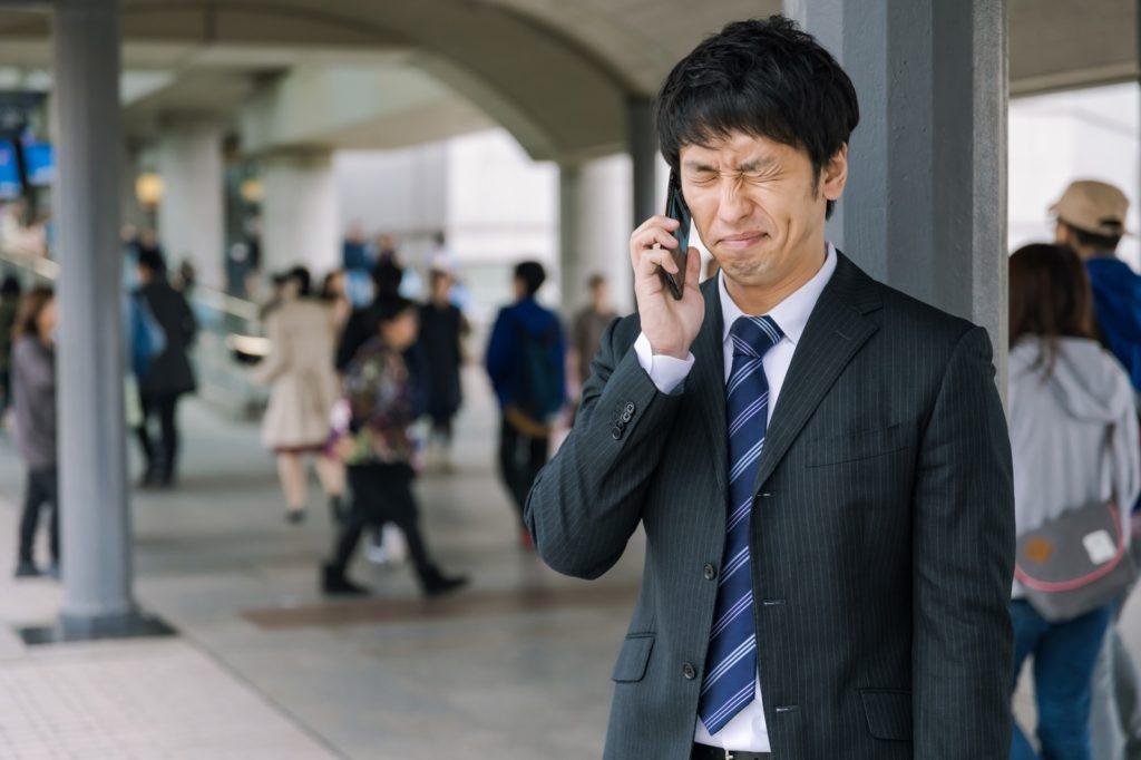 会社辞めたいと転職が不安でうつ病になりかけている男性